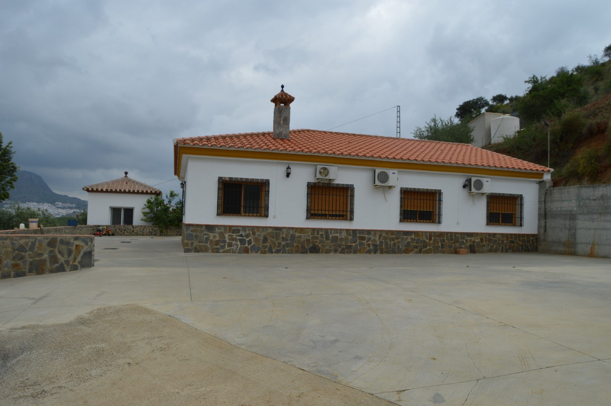House in Alora R2664230 2