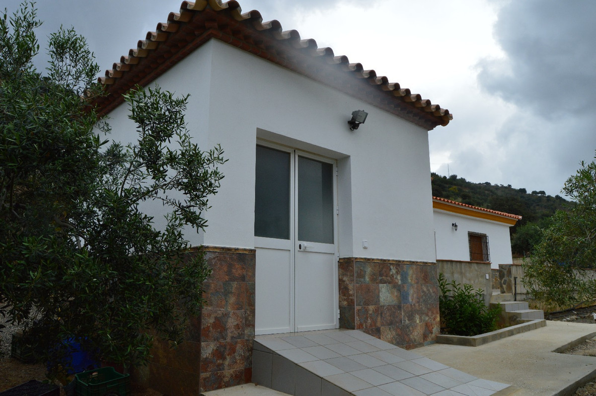 House in Alora R2664230 20