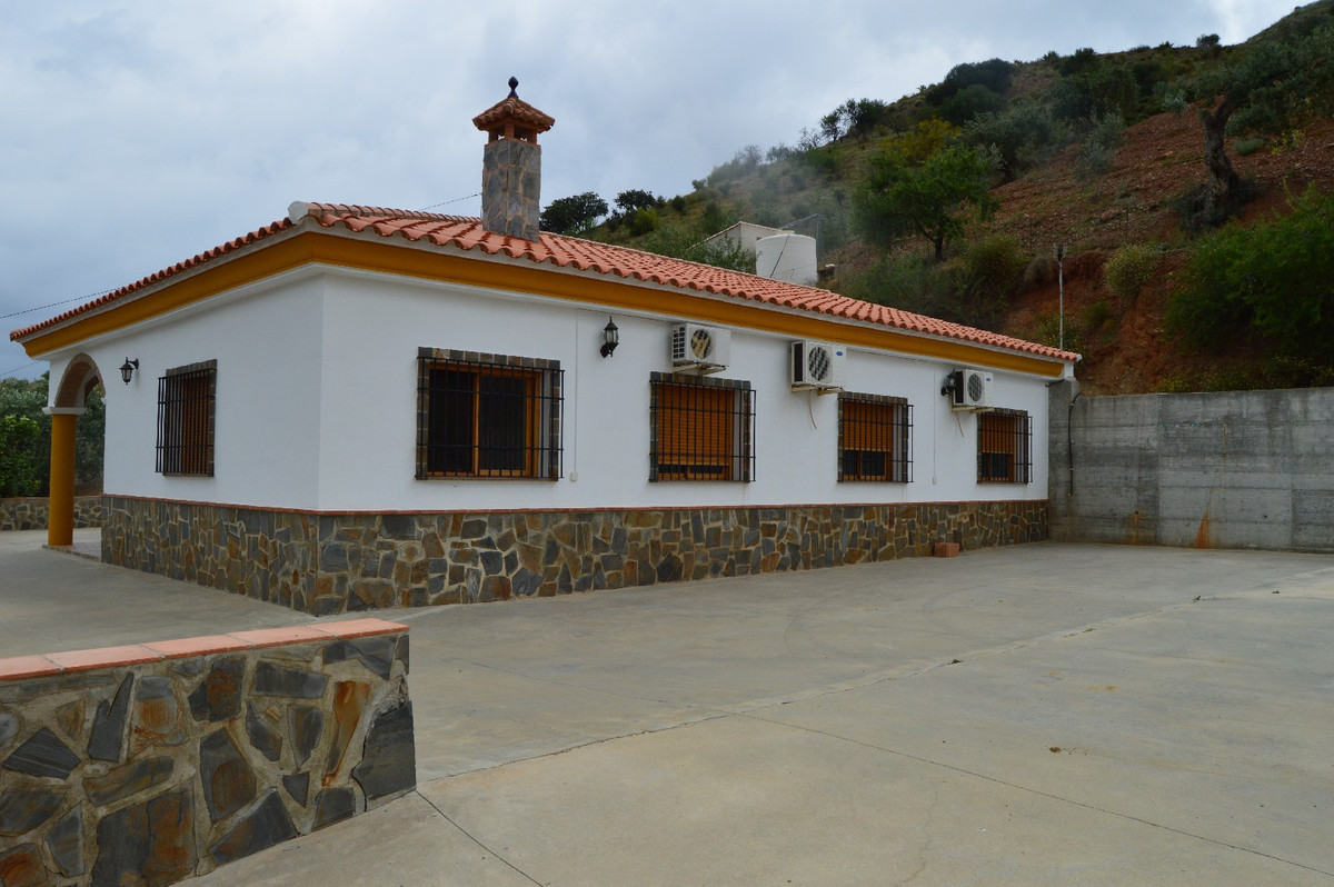House in Alora R2664230 3
