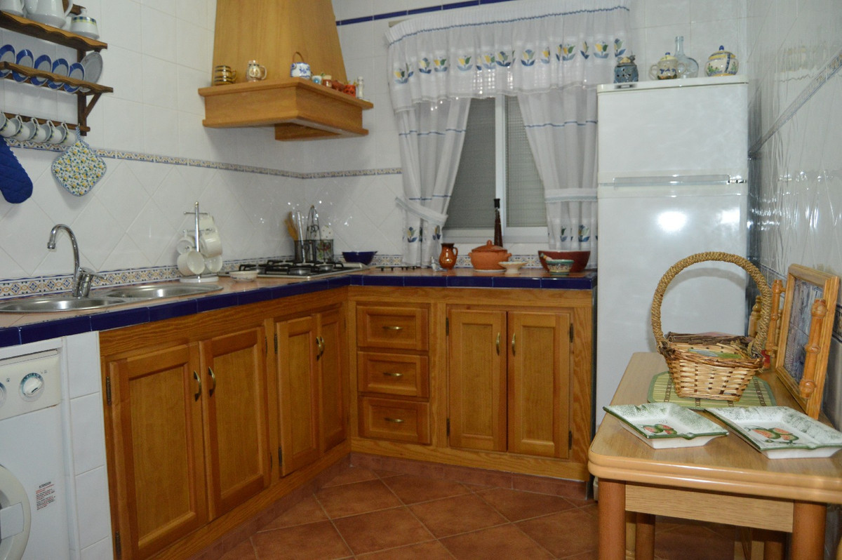 House in Alora R2831273 8