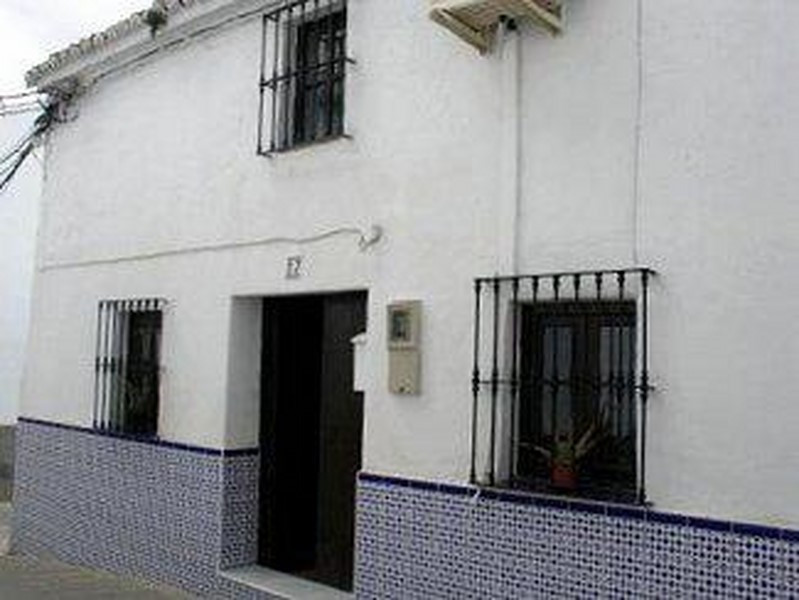 A SPANISH VILLAGE TOWNHOUSE IN ALORA, ANDALUSIË. This village townhouse is on the end of a row of ty,Spain