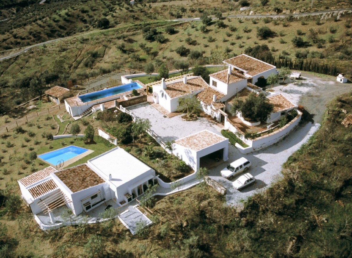 A superb cortijo that has been reduced from 1,400,000 euro.  The seller is able to reduce the price ,Spain