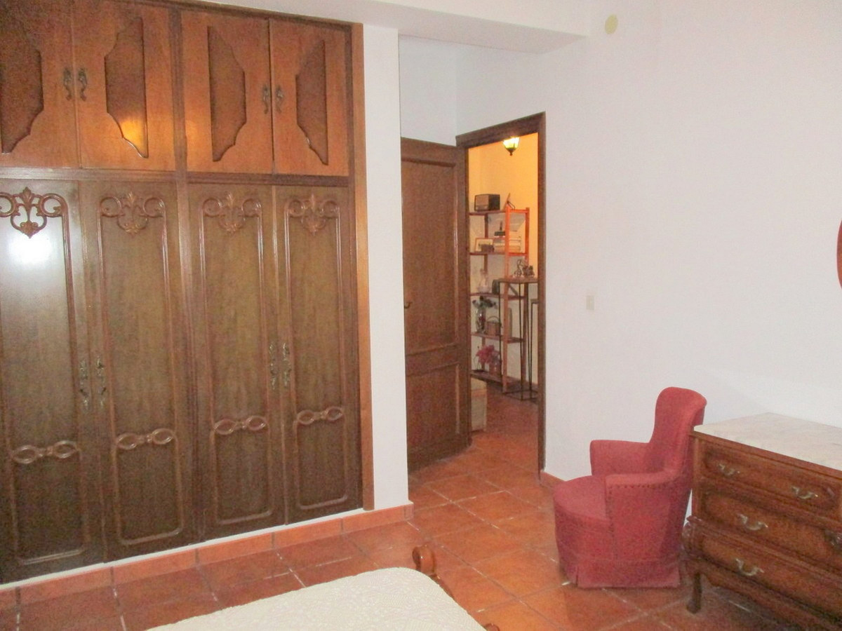 House in Alora R3517882 10