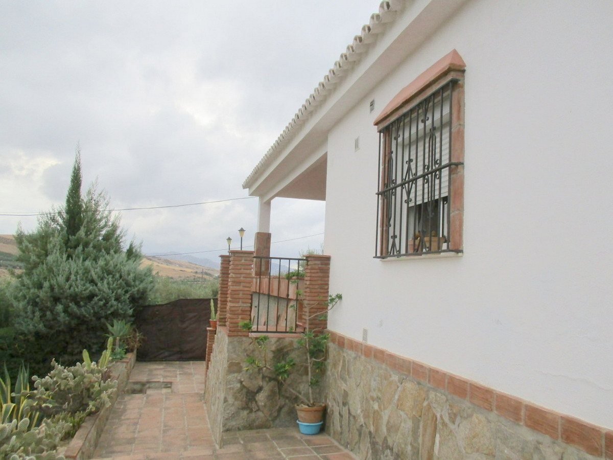 House in Alora R3517882 12