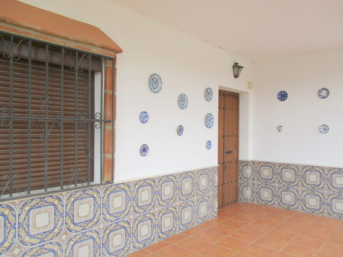 House in Alora R3517882 13