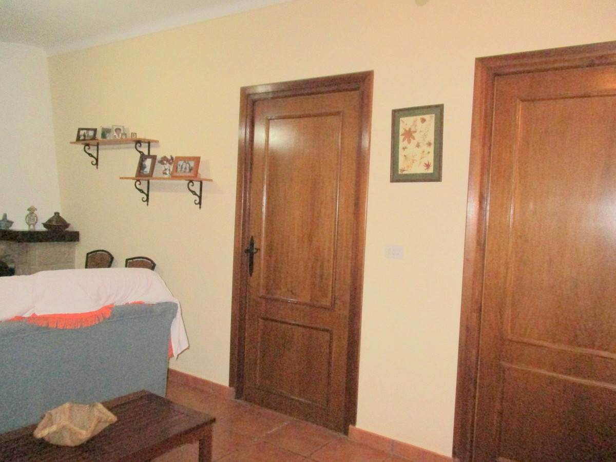 House in Alora R3517882 19