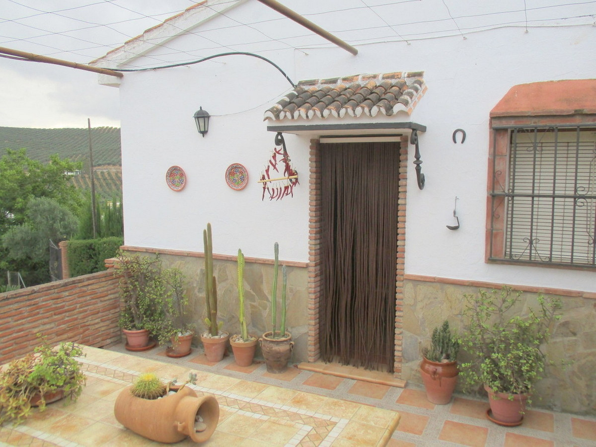 House in Alora R3517882 2