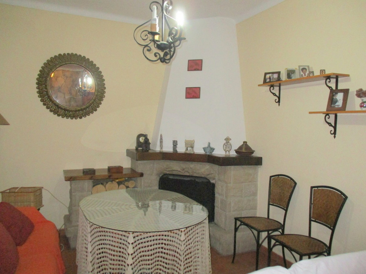 House in Alora R3517882 3