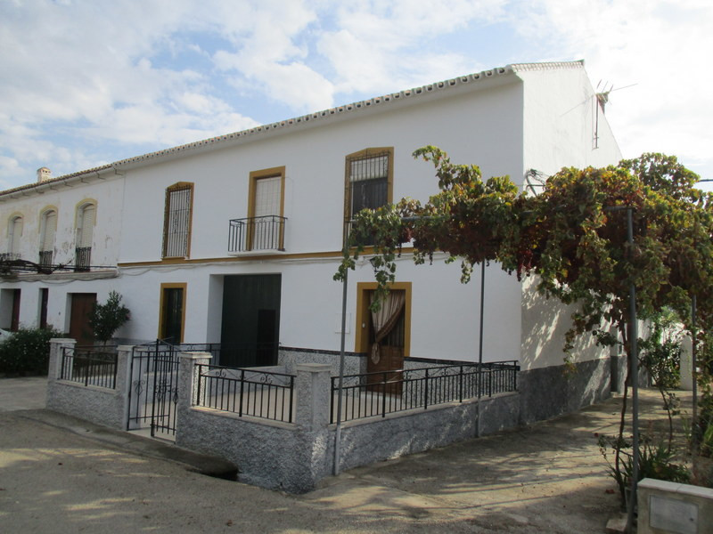 Very large former merchants house located in the pretty hamlet of Las Mellizas.  The property extend, Spain