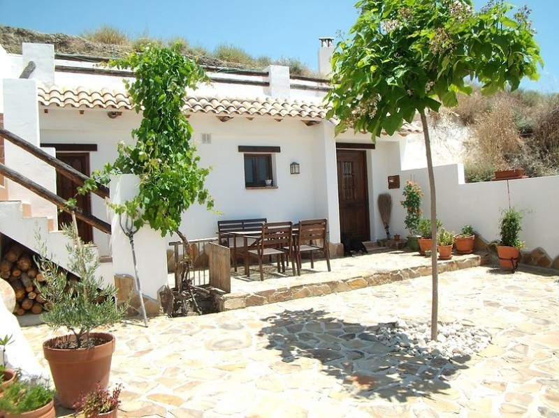 This beautiful, ready-to-go B & B is, due to its authenticity and low price, an ideal entry poin Spain