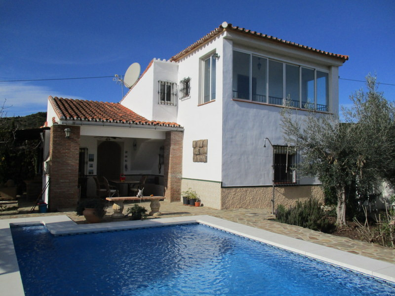 House in Alora R3109150 1