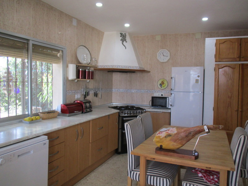 House in Alora R3109150 9