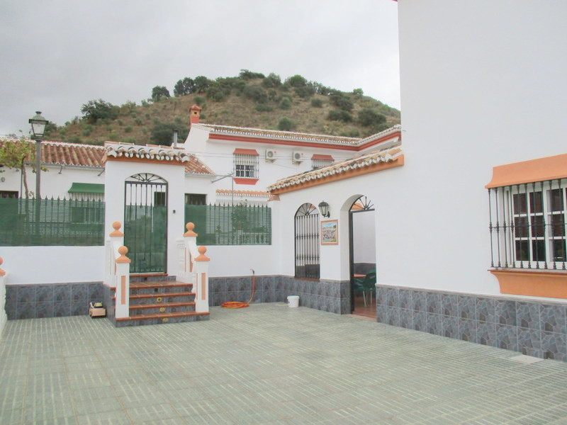 House in Alora R3321787 2