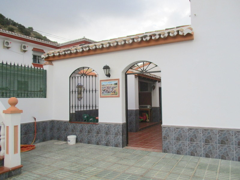 House in Alora R3321787 21