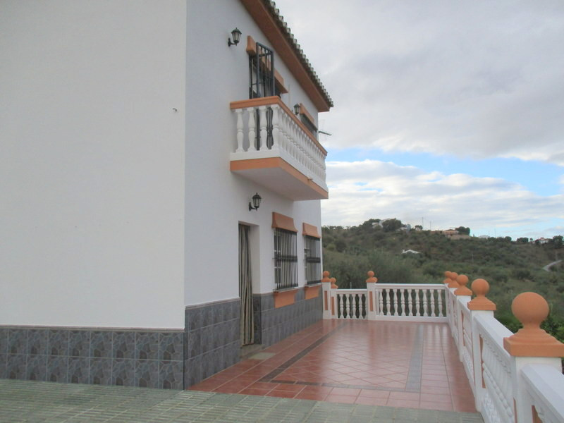 House in Alora R3321787 22
