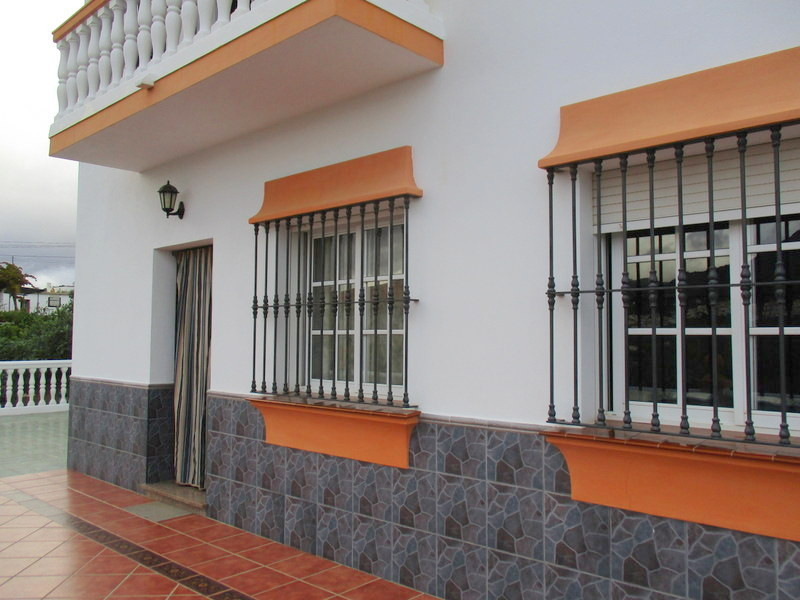 House in Alora R3321787 23