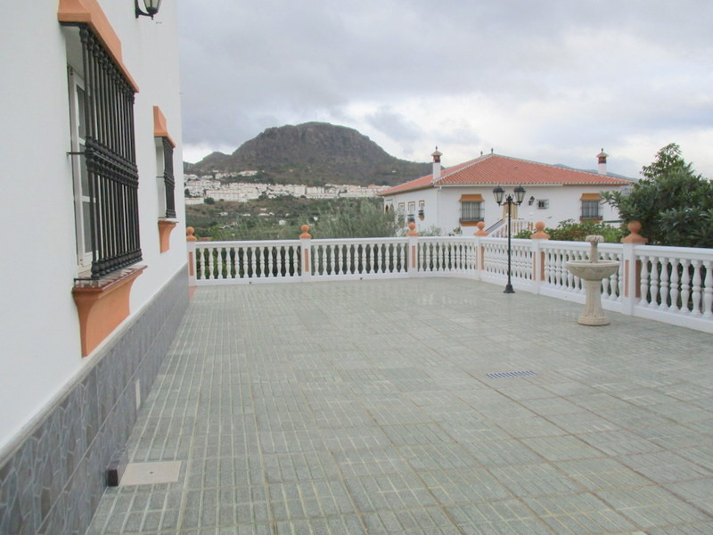 House in Alora R3321787 24