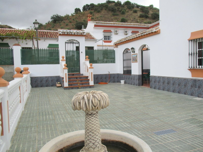 House in Alora R3321787 26