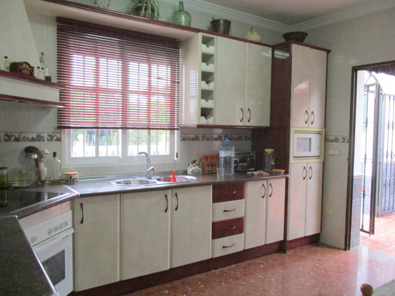 House in Alora R3321787 7