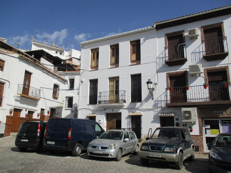 This imposing traditional town house enjoys a corner location on the historical Plaza Despedia of Al, Spain