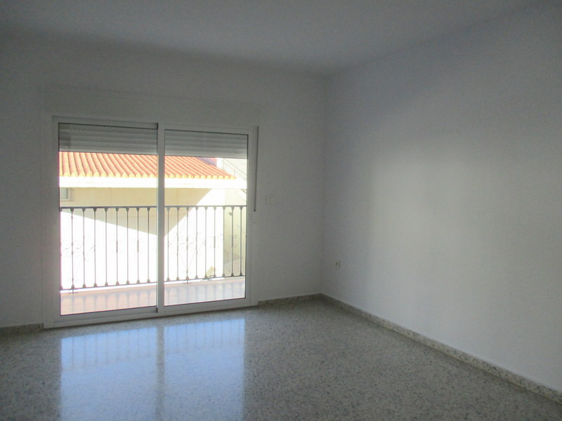 This fabulous, bright, spacious, 90 m2 3 bedroom apartment enjoys an enviable location on the prefer, Spain
