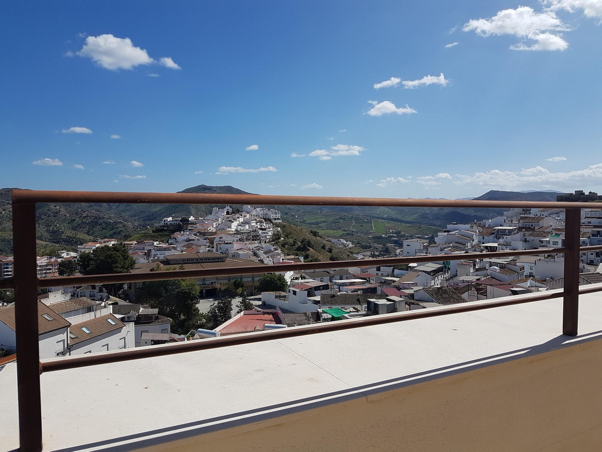 Large apartment in the center of Alora.  Completely new, less than 1 year old. This apartment has a , Spain