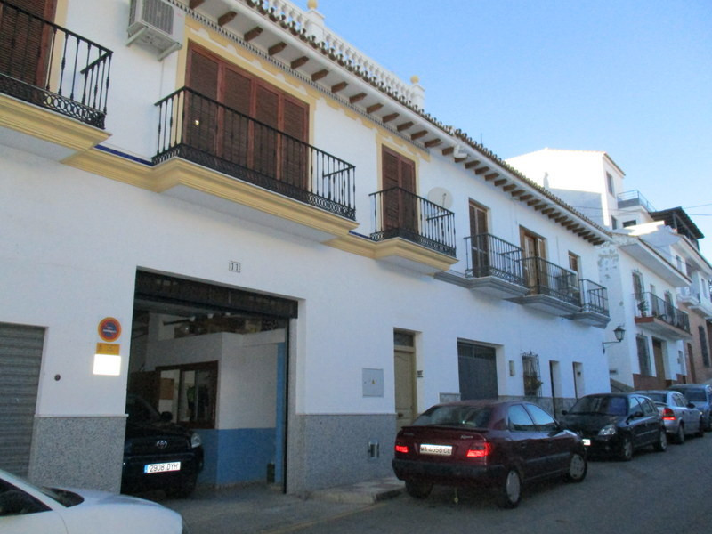 This quality built townhouse which extends to 178 m2 enjoys its own private garage, is located in a , Spain