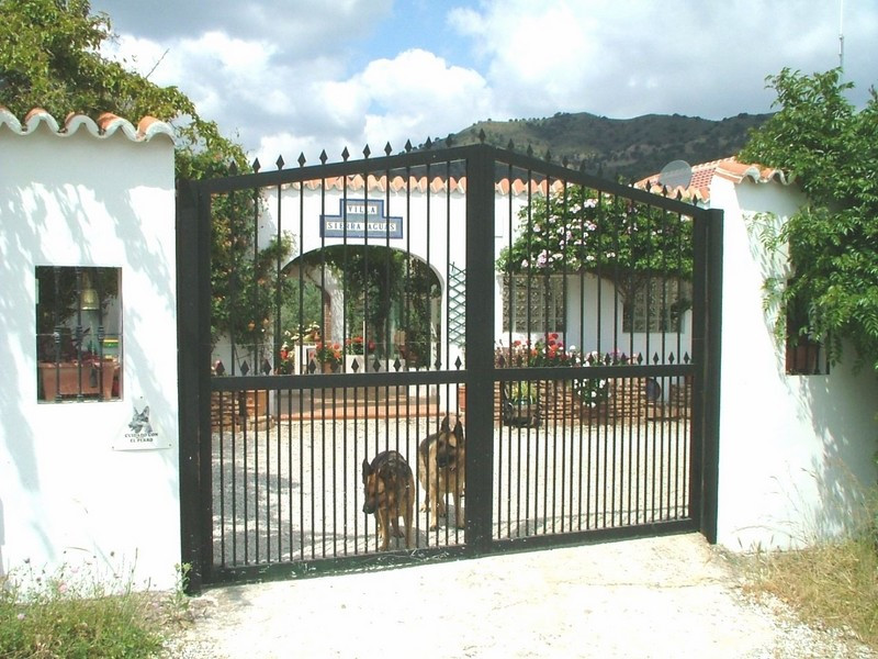 R2526338: Villa - Detached in Alora