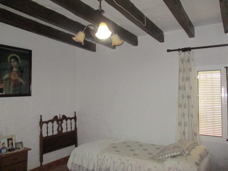 House in Alora R3291688 12