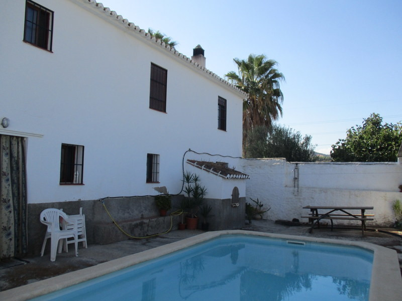 House in Alora R3291688 17