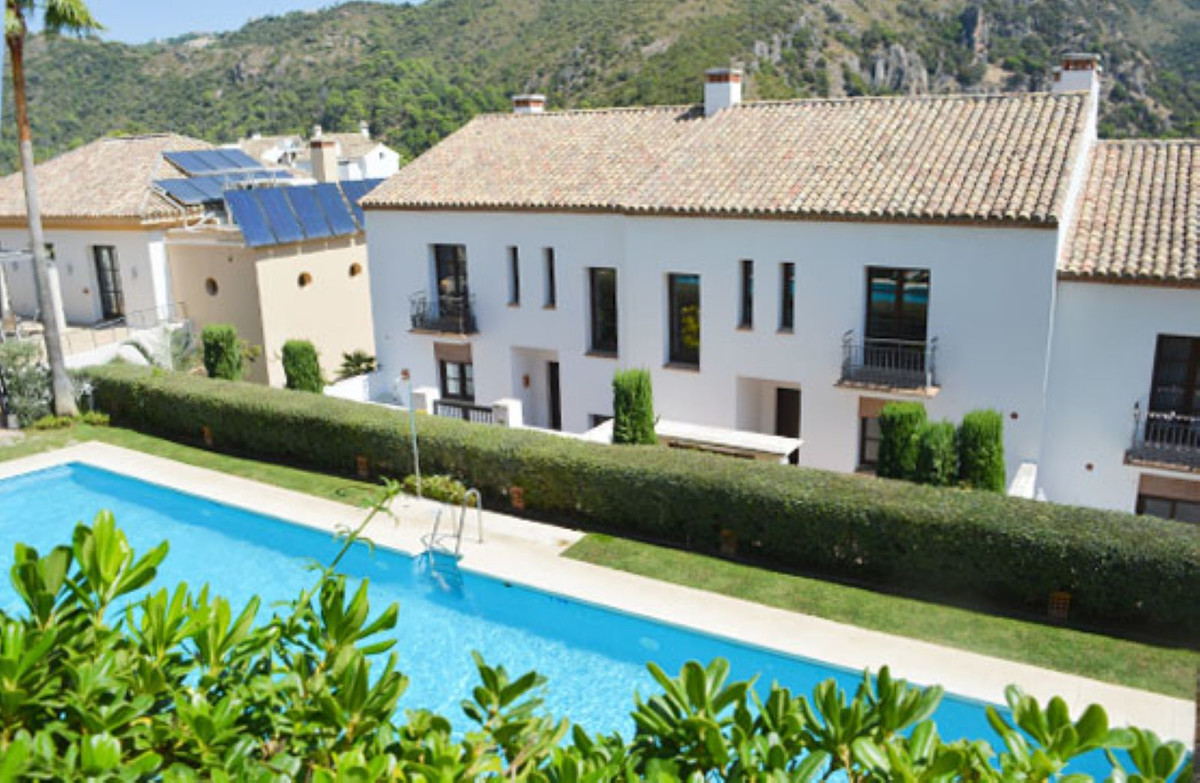 Semi-detached house with 3 bedrooms, which is distributed in a basement with a garage, living room, ,Spain