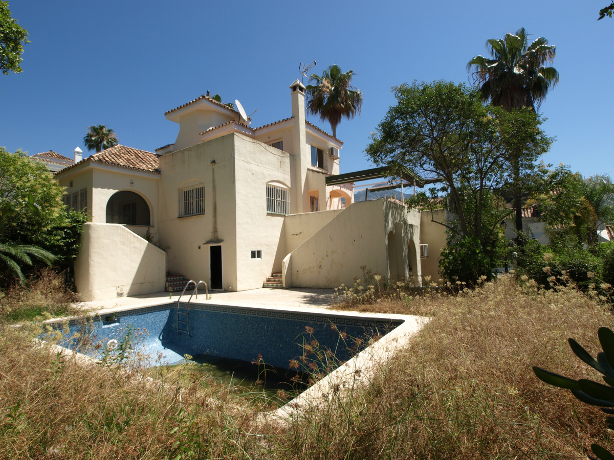 Bank repossession villa of 231 m²  located in the municipality of Marbella, in the province of Malag, Spain