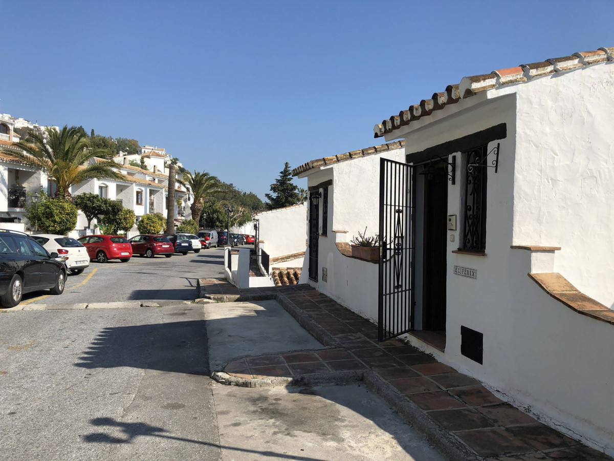 Property located in Mijas, Malaga, Costa del Sol. Bank repossession townhouse of 136m2 built. Consis,Spain