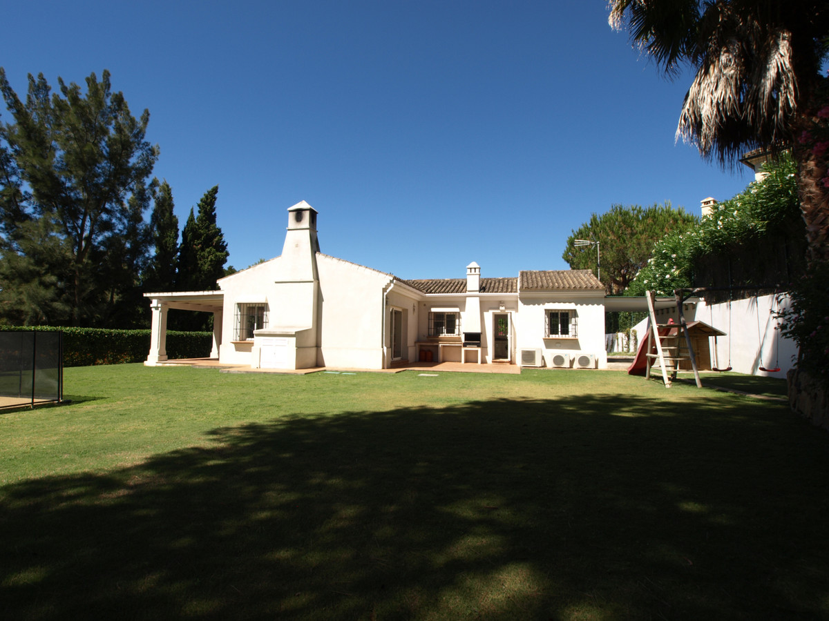 New to the market, a charming 4 bedroom detached villa located in Sotogrande with a total built are ,Spain