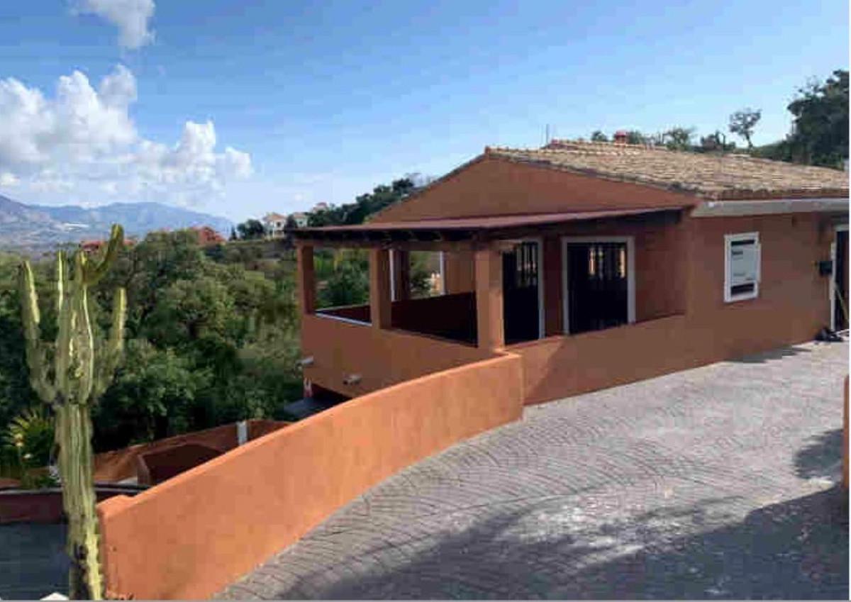 Marbella Banus Villa en Venta en La Mairena – R3641414