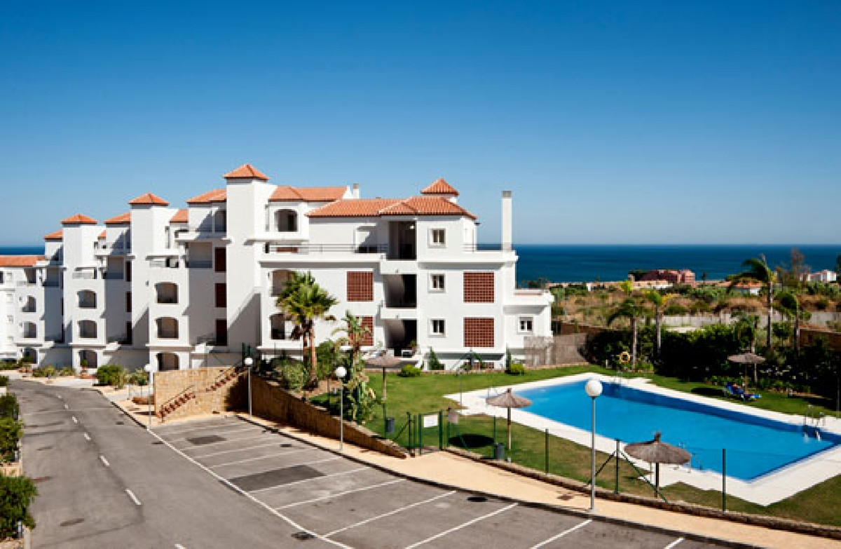 """Bank repossession property  for sale in a gated community """"Princesa Kristina""""with communal,Spain"""