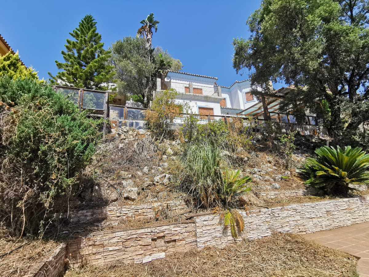 Bank repossession  villa to be reformed for sale of 147 m² in the municipality of Estepona, province, Spain