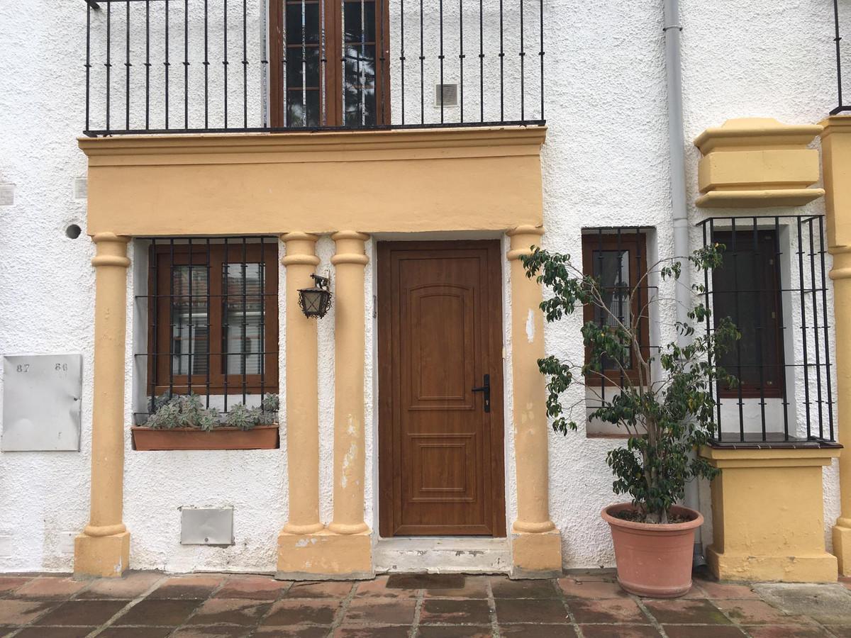 Marbella Banus Adosado en Venta en Elviria – R3823993