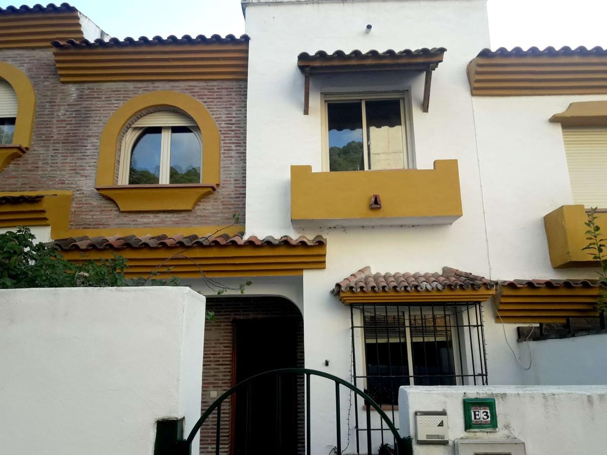 Marbella Banus Adosado en Venta en Benahavís – R3615962