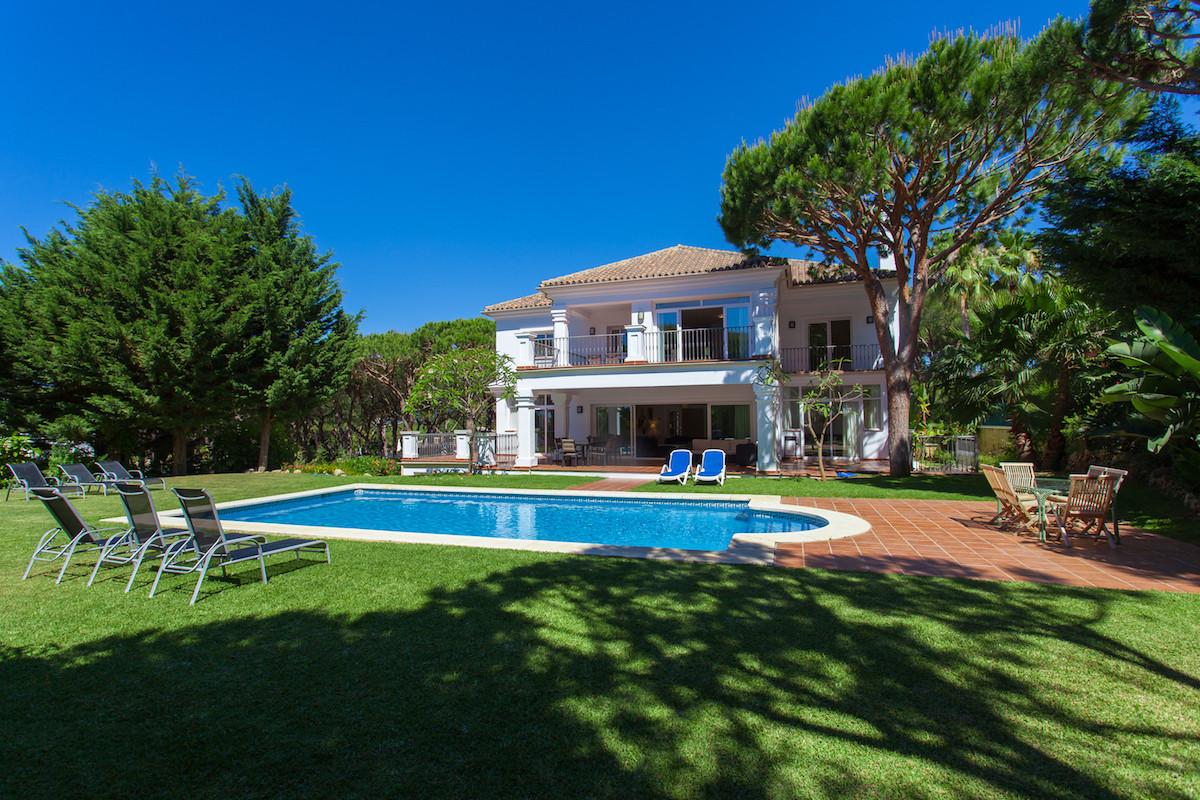 Marbella Banus Villa – Chalet en Venta en Hacienda Las Chapas – R2809187