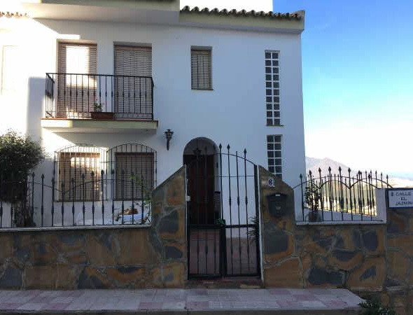 Townhouse for sale in Manilva details