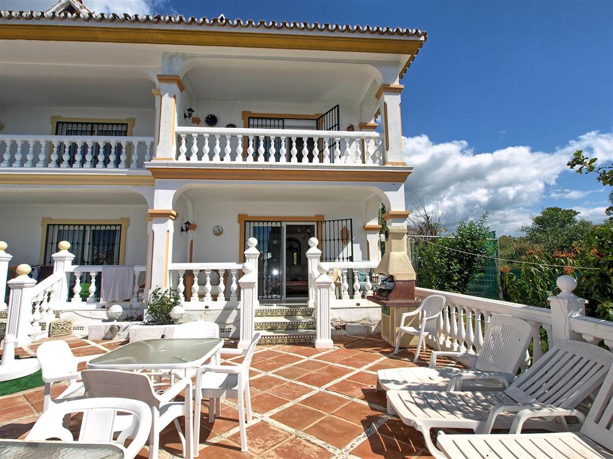 Marbella Banus Adosada en Venta en Atalaya – R3191287
