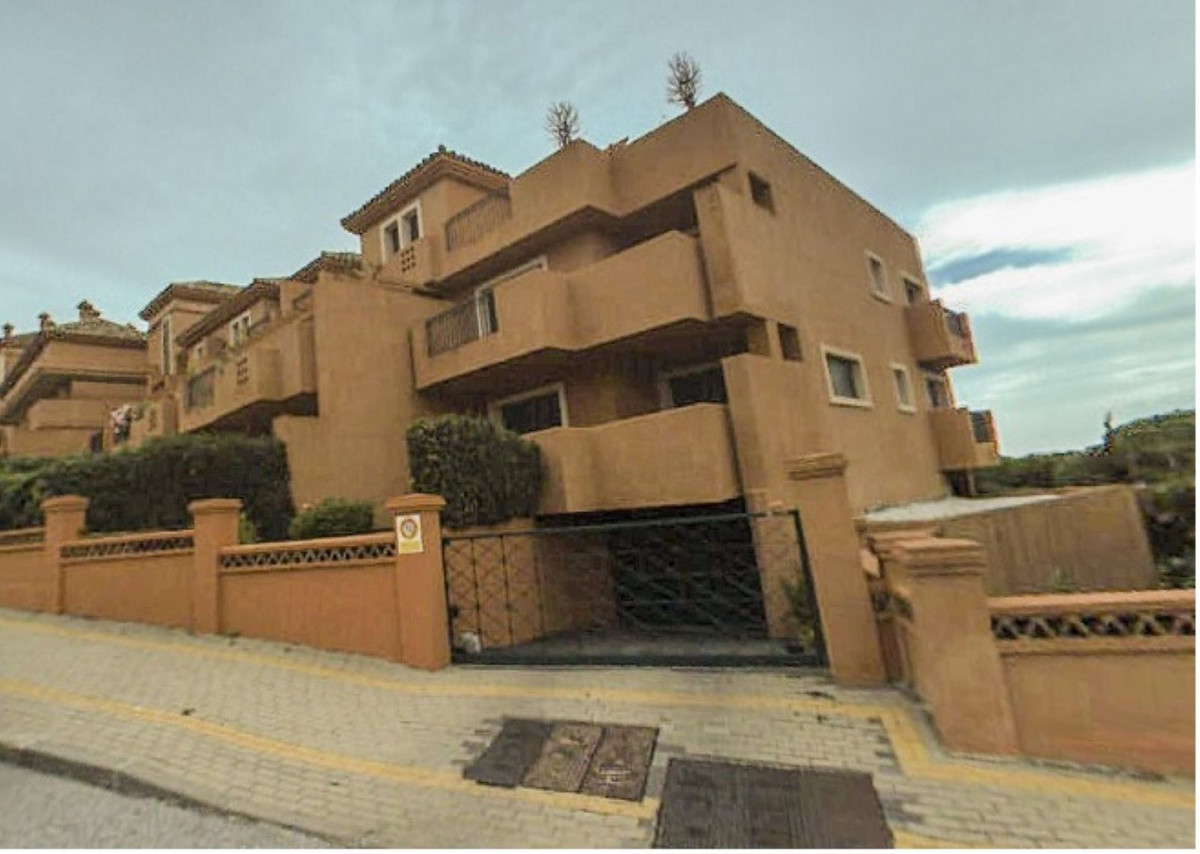 Property located in Artola, Marbella, Costa del Sol. Bank repossession apartment of 114m2 built. Con, Spain