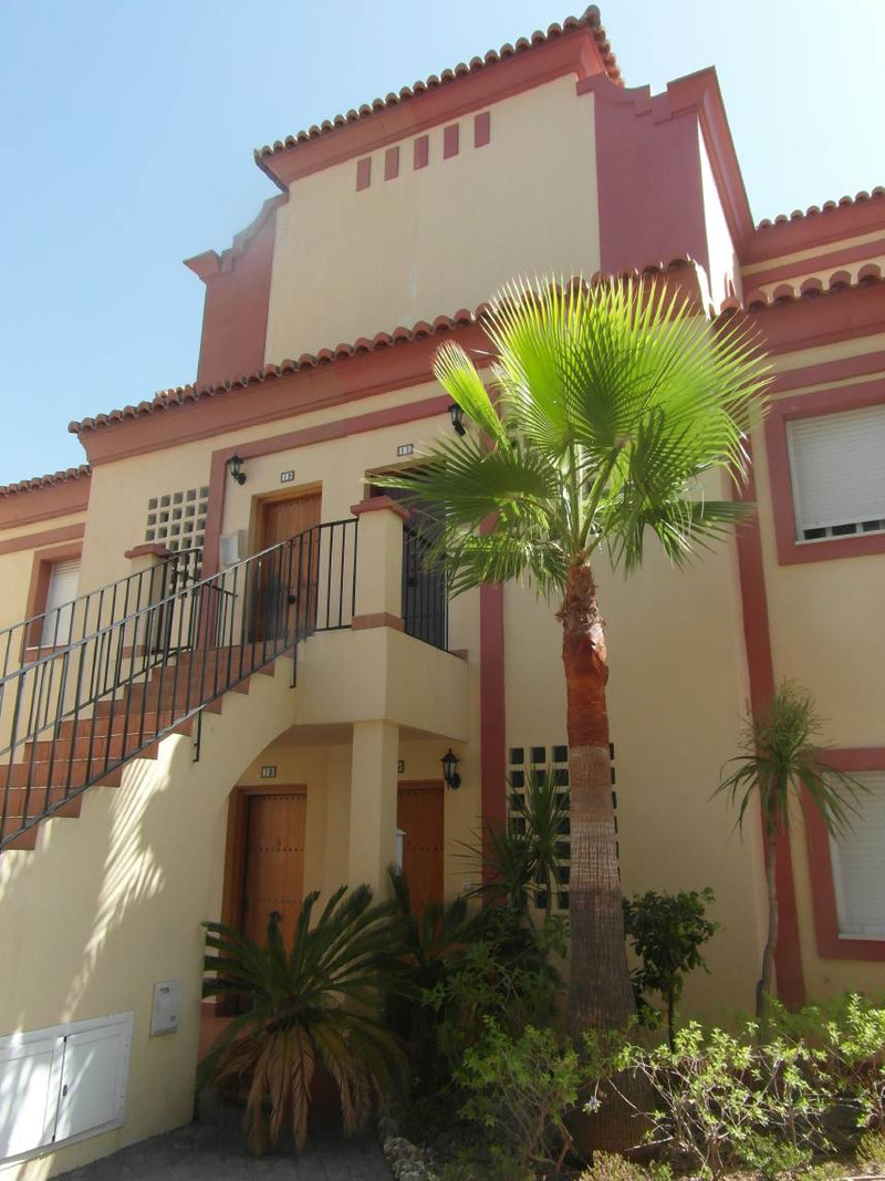 Middle Floor Apartment in Casares for sale