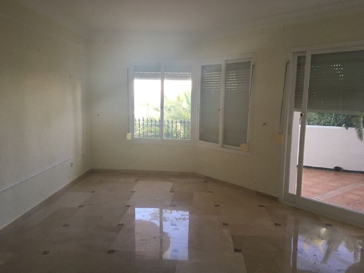 Apartamento en Venta en Calahonda – R3342562