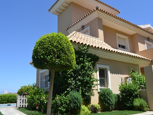 This special 4 Bed townhouse is equipped to high quality standards, with marble floors, marble bathr, Spain