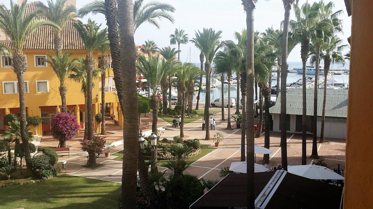 Middle Floor Apartment, Sotogrande Puerto, Costa del Sol. 3 Bedrooms, 3 Bathrooms, two of them en su,Spain