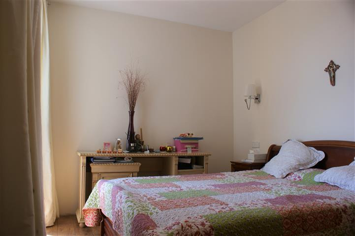 We present to you this very well located 3 Bedroom apartment in San Pedro de Alcantara.  The apartme,Spain