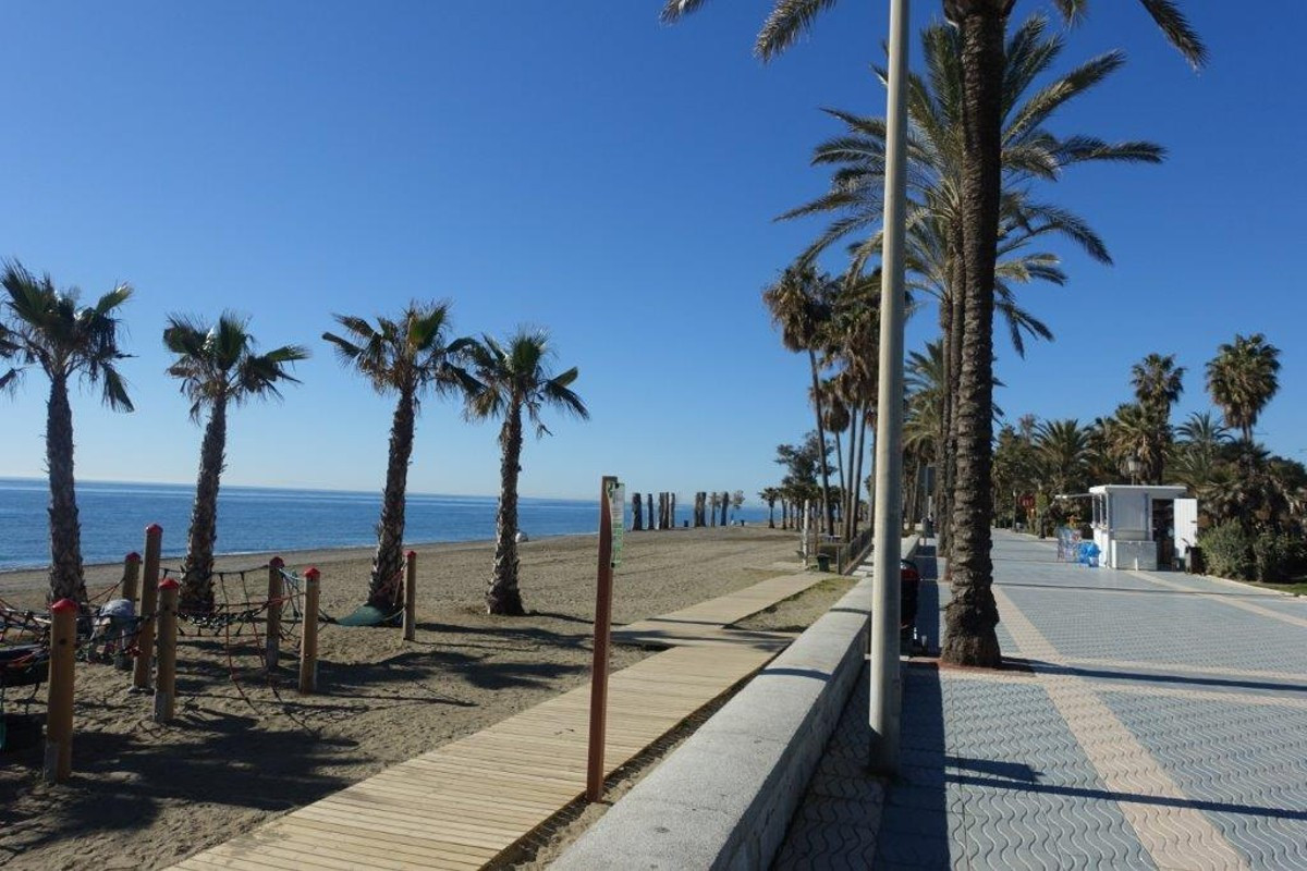 Very nicely located plot of land in San Pedro Beachside of 430 m2  Price has a lot to do with locati, Spain