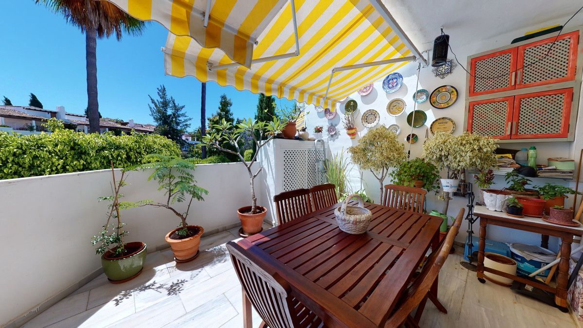 bargain 3 bedroom apartment in the best beach urbanisation of Elviria Golden Beach, Spain